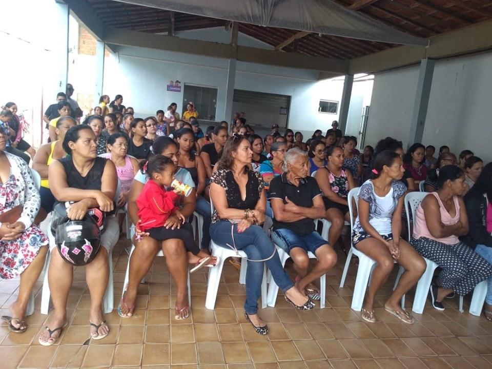 Presidente do Sindsemb, pais dos alunos e comunidade escolar participam de reunião na escola municipal Paulo Machado